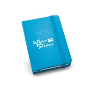 Cuaderno de notas de color azul con logo
