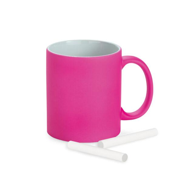 taza de color rosa con tizas
