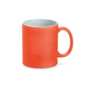 taza de color naranja