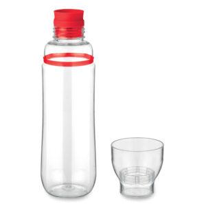 Botella con vaso transparente y detalle de color rojo